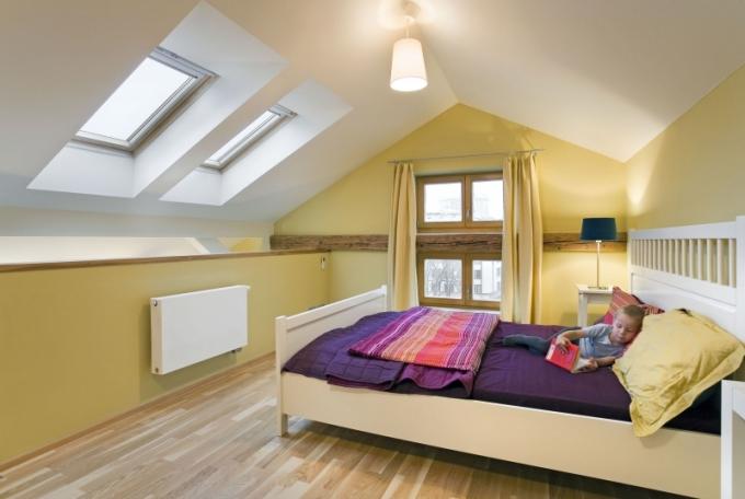 Vhodně zvolená střešní okna zvyšují atraktivitu půdní vestavby. Nabízejí nekonečný výhled na krásy brněnského okolí