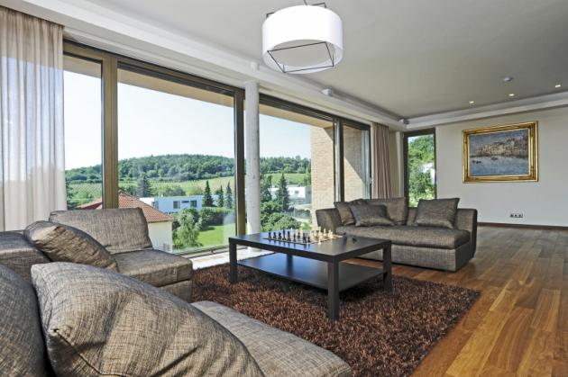 Krásný výhled nabízí dostatek vizuálních podnětů, interiér v elegantním a jednoduchém stylu je tedy ideálním řešením