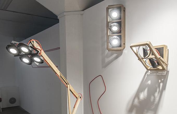 Úkolem dřevěných svítidel je zateplit interiér
