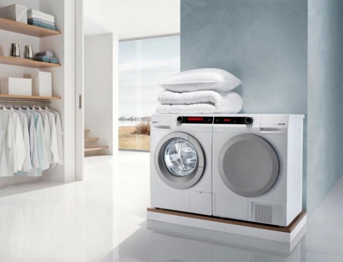 U pračky a sušičky E. ON udává značka Gorenje energetickou třídu A –40 %. Čidlo speciálního ekoprogramu rozpozná přechod elektrického proudu na nižší tarif a spustí předem nastavený program