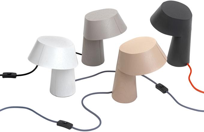 Stolní lampička z jednoho kusu přírodní dýhy