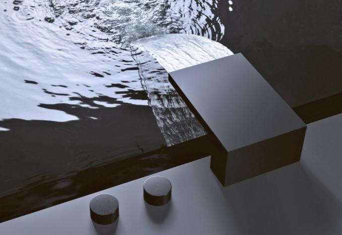 Vanový výtok pro montáž na vanu nebo vedle vany s asymetricky umístěnými rukojeťmi