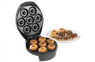 V koblihovači DM 1147 lze připravit sedm sladkých nebo slaných koblih s minimálním použitím tuku
