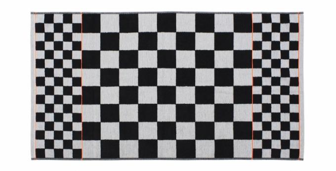 Jako připravená pro šachovou partii vypadá osuška Black Neon
