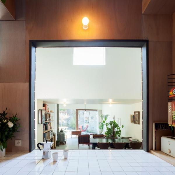 Dům je plný zajímavých průhledů a pohledů nejen z kuchyně