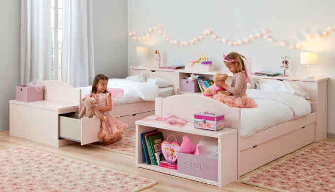 Pokojík pro dvě děti sestavený z nábytku ASORAL, foto studio Viabel