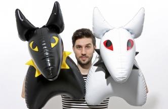 Za design nafukovacích hraček pro firmu Fatra Napajedla získal Jan Čapek ocenění Czech Grand Design. Předlohou Psa Bulíka je anglický bulteriér Jana Čapka, dvanáctiletý Ryo