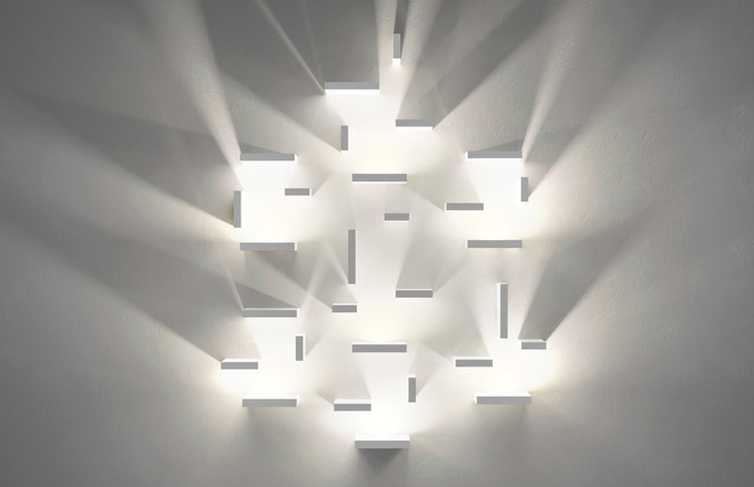 Set umožňuje vytvořit na zdi libovolnou sestavu osvětlení, jejímž výsledkem je originální kompozice světla a stínu, design Josep Lluís Xucla
