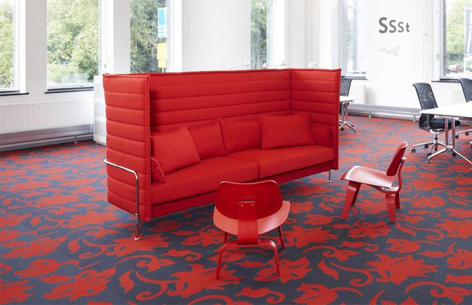 Židle Plywood od Eamesových slaví 70. narozeniny
