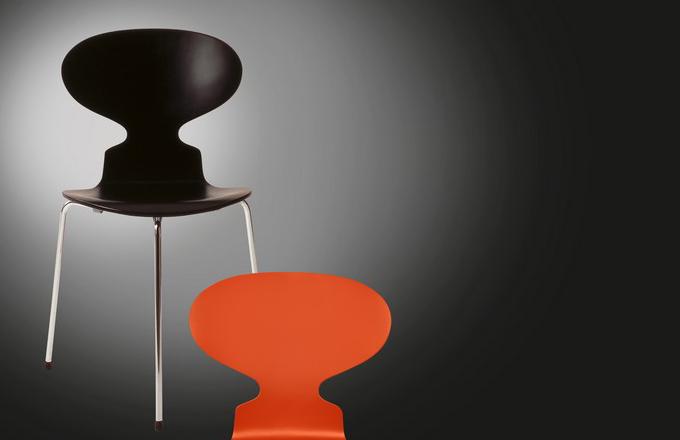 Trojnohá židle Ant No. 3100 z dílny Jacobsena