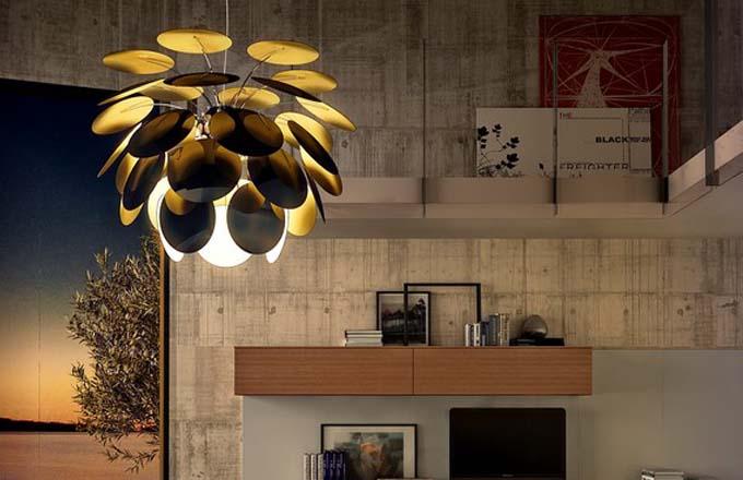 Závěsné svítidlo Discocó (Marset) je dostupné v pěti velikostech a několika barevných provedeních, design Christophe Mathieu, cena od 11 616 Kč