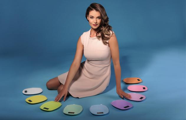 Ambasadorkou značky je modelka, herečka a moderátorka Iva Kubelková.