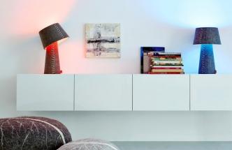Stolní lampu Alice lze ovládat přes telefon nebo tablet