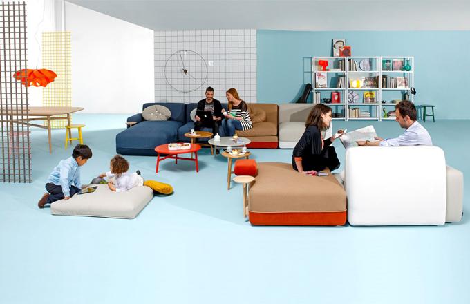 Modulární pohovka Party, v nabídce více než 20 různých modulů, čalounění lze zvolit ve dvou barvách z nabídky látek, potah je snímatelný, dřevěná kostra, výplň kvalitní pěna, design Luis Eslava Studio, vyrábí Sancal, cena za jeden modul od 32 400 Kč
