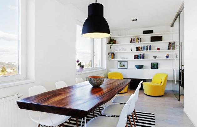 Jednoduchý a vzdušný interiér podporuje úžasný a ničím nerušený výhled na Prahu
