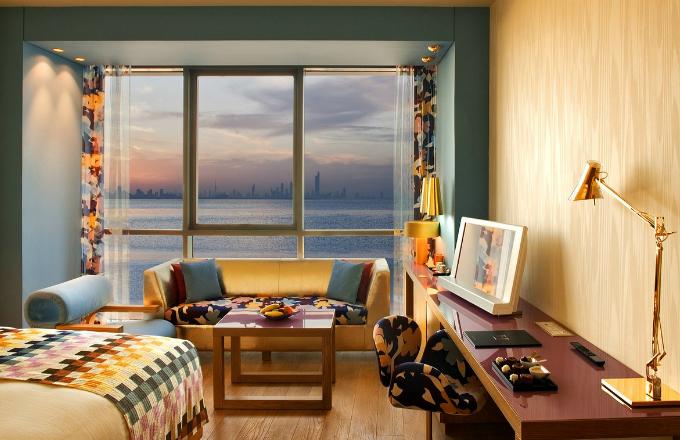Standardní pokoje mají rozlohu 35 m2 a Missoni styl je v nich zastoupen plnohodnotně. Potahové látky, závěsy nebo polštáře nesou jasný barevný a hravý rukopis značky Missoni