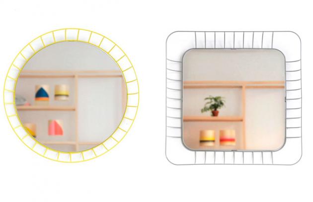 Zrcadlo Stilk v kombinaci s lakovaným kovovým rámem v pěti barvách, kulaté O 50 cm, hranaté 70 x 70 cm, značka Colonel, cena na dotaz, www.moncolonel.fr
