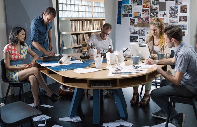 Praktický stůl Clark pro workoholiky i rodiny