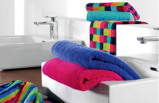 Luxusní ručníky a osušky ze 100% mako bavlny, řada Multicolor, vyrábí Cawö, cena 1 680 Kč za sadu tří ručníků 50 x 100 cm, cena 1 330 Kč za osušku 70 x 140 cm, cena 1 810 Kč za osušku 70 x 180 cm, www.e-povleceni.com
