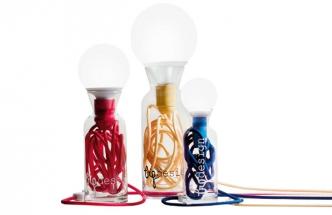 Stolní lampa Pulse z recyklovaného skla, O 60, 80 a 90 cm, výška 23, 30 a 37 cm, kabel v 7 barvách, vyrábí Big design, cena od 1 490 Kč, www.bigdesignstudio.it