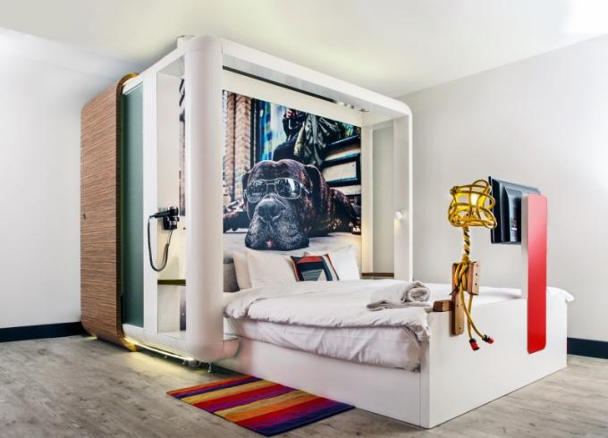 Koncept na zakázku vyrobených a na místě smontovaných modulů připomíná levné hostelové ubytování v malých buňkách, ale v pokojích Fun má host 20 m2 životního prostoru a dostatek denního světla. Moduly tvoří dvoulůžko, v jehož nohou je upevněna televize a v záhlaví plně vybavená koupelna