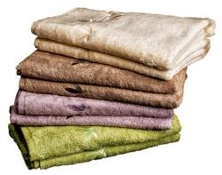 Sada 2 osušek ze série KONGO vcelkové hodnotě 598Kč Osušky orozměru 70 x 140cm, vyrobeny ze 60% bavlny a40% bambusu, gramáž 500 g/m2. Možnost zvolit barvy dle vlastního výběru ze 4 barev (máslová, béžová, fialová azelená)