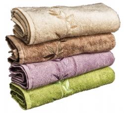 Sada 4 ručníků ze série KONGO vcelkové hodnotě 636Kč Ručníky orozměru 50 x 100cm, vyrobeny ze 60% bavlny a40% bambusu, gramáž 500 g/m2. Možnost zvolit barvy dle vlastního výběru ze 4 barev (máslová, béžová, fialová azelená)