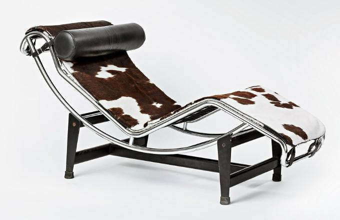 Chaise longue LC4 je dlouhá 160 cm a široká 56,4 cm. Cena lenošky vyrobené ve firmě Cassina se pohybuje kolem 100 000 Kč, podobnou cenu a někdy i vyšší dosahují staré repasované kusy. Repliky se prodávají za nápadně nižší cenu kolem 20 000 Kč, použité i za méně