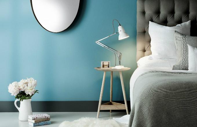 Stolní lampa Duo 1227, litinová základna s ocelovým krytem, konstrukce z chromovaného hliníku, pr. 14,5 cm, design George Carwardine, cena 8 622 Kč, vyrábí Anglepoise, www.bulb.cz