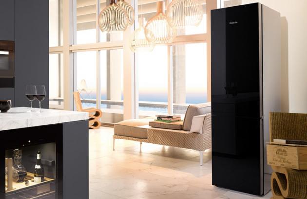 Skladování potravin pod taktovkou nové generace chladniček, mrazniček i kombinovaných chladniček s mrazničkou K 20.000 dostává zcela jiný rozměr.