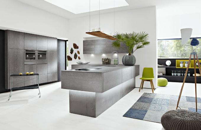 Pracovní deska kuchyně Alnocera Concretto (Alno) je vyrobena z hi-tech keramiky se vzhledem betonu, cena desky v síle 14 mm a hloubce 60 cm od 18 500 Kč, www.alnox.cz