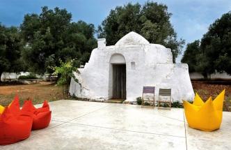 Trullo, v množném čísle trulli, je chýše s kónickou střechou postavená z tradičního apulijského kamene a typická pro italský region Apulie (italsky Puglia). Trulli byly konstruovány jako dočasná polní přístřeší, sklady nebo obydlí pro zemědělské dělníky