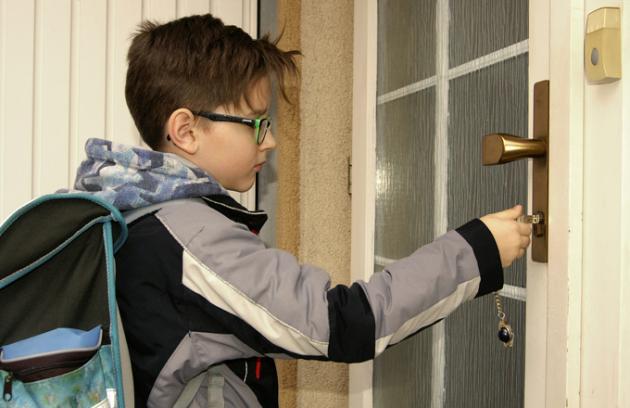 7 rad rodičům, než svěří dětem klíče od bytu