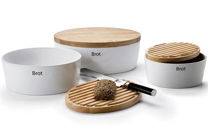 Keramická chlebovka s víkem z kvalitního tvrdého dřeva, 30 x 23 x 13,5 cm, lze mýt v myčce, vyrábí Continenta, cena 1 199 Kč, www.kuchyn¬domov.cz