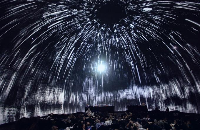 SIGNAL festival počtvrté změní tvář Prahy - Pohlcující sférické představení Morphogenesis v SIGNAL Dome