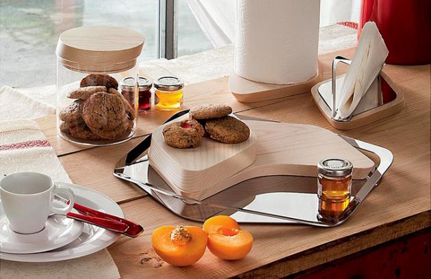 Kuchyňské doplňky z kolekce Trattoria, bělené jasanové dřevo, nerezová ocel 18/10, vyrábí Bugatti, cena od 1 851 Kč/ks, www.marpoint.cz
