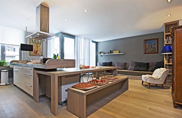 Přáním majitelů bylo zajistit v interiéru maximální vzdušnost a světelnou pohodu a zároveň jej navrhnout tak, aby byl využitelný i jako místo setkávání. Proto se nadchli pro stůl, který je při běžném provozu zasunut pod pracovním ostrůvkem a při velké večeři se vysune do prostoru. I z pohovky lze v případě potřeby udělat pohodlné ležení
