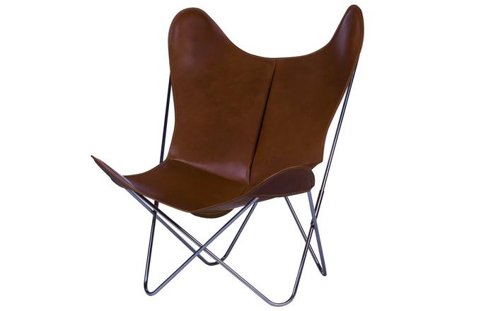 Hardoy Butterfly Chair Original, 84 x 89 x 80 cm, výška sedu 38 cm, váha 7,15 kg, orientační cena od 22 585 Kč, Hardoy Butterfly Chair Grand Comfort, 100 x 118 x 86 cm, výška sedu 45 cm, váha 7,95 kg, vyrábí Weinbaum, orientační cena 40 000 Kč, www.weinbaum.com, orientační cena křesla v Big BKF v Buenos Aires 10 000 Kč, www.bigbkf.com