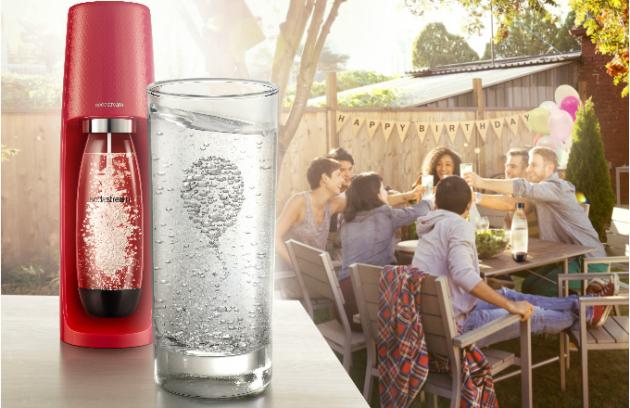 Výrobník SodaStream SPIRIT vyniká elegantními zaoblenými liniemi, které z něj dělají zajímavý doplněk každé kuchyňské linky.