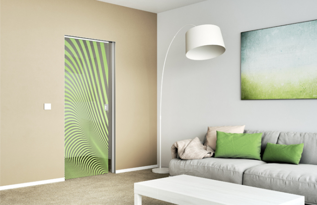 Pusťte jaro do svého interiéru celoskleněnými dveřmi SAPGLASS s barevným digitálním potiskem v zelené barvě