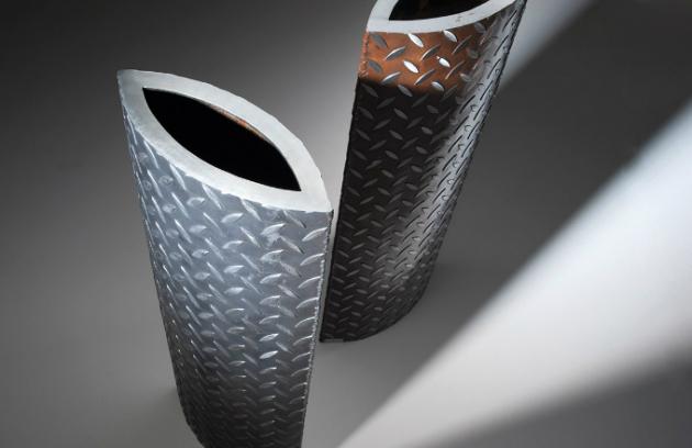 Netradiční vázy z oceli od VLADAN BĚHAL DESIGN - V02