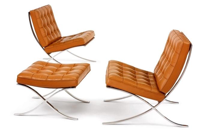 Luxusní celokožené křeslo Barcelona se stalo slavným kusem nábytku, který byl vytvořen pro specifi cký interiér, Knoll, cena v koženém provedení od 186 679 Kč, cena podnožky od  92 831 Kč