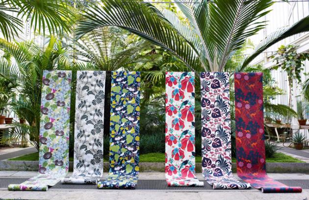 Švédská značka Borastapeter zůstává věrná klasickým květinovým vzorům, nepřeberné množství krásných vzorů najdete na www.tapetyonline.pl