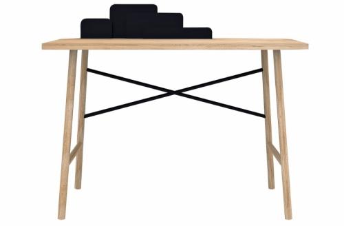 Psací stůl Cloud má zabudovaný kovový víceúrovňový stojan vhodný k ukládání poznámek nebo třeba fotografií, 120 x 60 x 75 cm, design Hertel & Klarhoefer´s, Universo Positivo, cena 12 140 Kč, www.westwing.cz