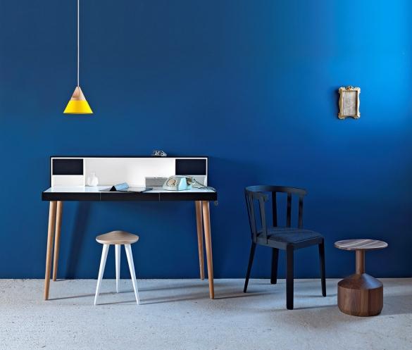 Psací stůl Bardino překvapí zabudovaným audiosystémem z kvalitních komponentů pro skutečně dobrý zvuk, 125 x 54 x 101 cm, design Paolo Cappello, Miniforms, cena 116 160 Kč, www.cskarlin.cz