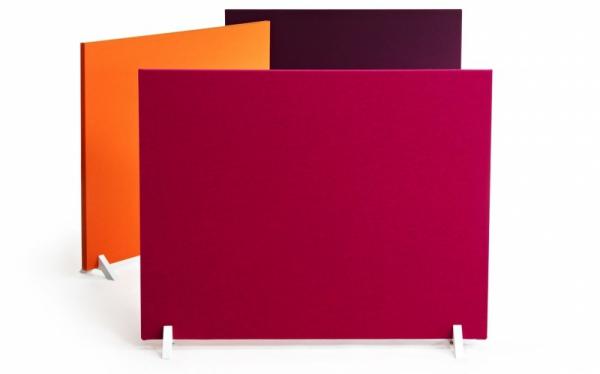 Volně stojící panely Face divider pomáhají prostor funkčně rozdělit a zlepšit jeho akustiku, čalouněný povrch ukrývá zvukově izolační vatu, výška 130 a 170 cm, šířka 80 až 160 cm, design Iiro Viljanen a Pekka Toivola, Martela, cena na dotaz, www.martela.com