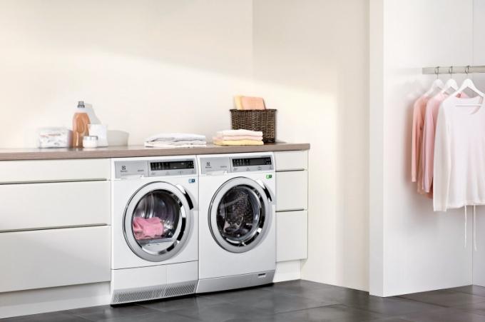 Kondenzační sušička Electrolux EDH3887GDE v kombinaci s pračkou ze stejné řady elegantně vyřeší praní v domácnosti. Náplň 8 kg, třída A++. Cena 17 990 Kč, www.elme.cz