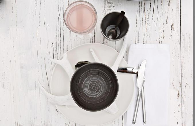 Keramický ručně dekorovaný talíř z kolekce Kivi, O 46,5 cm, design Anu Pentik, Pentik, cena 825 Kč