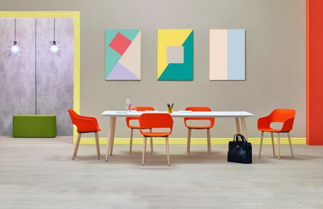 Jídelní židle Babila 2755 má polypropylenovou skořepinu a nohy z běleného jasanového masivu, design Odo Fioravanti, Pedrali, cena 5 242 Kč, www.designshop.cz