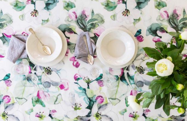 Ubrus Omenankukka, 100% bavlna, 145 x 250 cm, k dostání v barvě bílé, růžové a zelené, Pentik, cena 2 039 Kč
